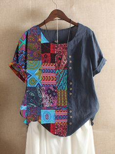 Bohemian Print, Ethnic Print, How To Have Style, Folk Fashion, Summer Blouses, Summer Tshirts, Types Of Collars, T Shirts For Women, Clothes For Women