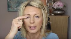 Watch This Brilliant Technique She Uses To Disguise Her Droopy Eyes! Watch This Brilliant Technique She Uses To Disguise Her Droopy Eyes! Makeup For Droopy Eyelids, Drooping Eyelids, Eye Makeup Tips, Hair Makeup, Makeup Ideas, Makeup Tricks, Makeup Tutorials, Catrice Make Up, Beauty Secrets