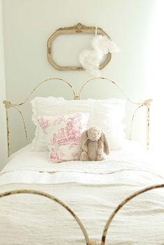 French Larkspur-like the iron bed frame Dream Bedroom, Girls Bedroom, Bedroom Decor, Ideas Habitaciones, Little Girl Rooms, Kid Spaces, Beautiful Bedrooms, Kids Decor, Kids Room
