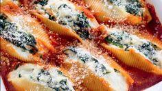 La ricetta dei conchiglioni ripieni con ricotta e spinaci e poi gratinati al forno con besciamella, un primo piatto da provare