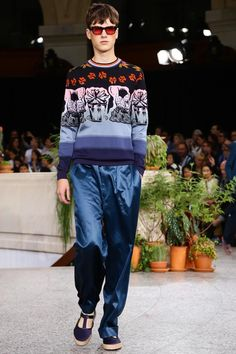 Discover NOWFASHION, the first real time fashion photography magazine to publish exclusive live fashion shows. Live Fashion, Fashion Show, Spring Summer 2015, Paul Smith, Men's Collection, Knits, Runway Fashion, Knitwear, Fashion Photography