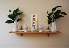 神棚の設置場所はどこがいい?神棚について知っておきたい6つのこと Meditation Corner, Home Altar, Signage Design, Japanese Art, Room Interior, Floating Shelves, Diy And Crafts, House Styles, Projects