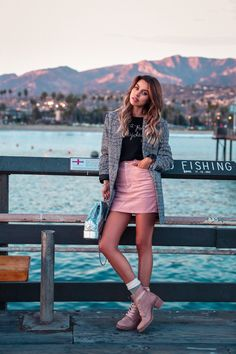 Doc Martens have been in style for almost 60 years, discover what made them so popular. We also discuss how to wear them in style! Combat Boot Outfits, Winter Boots Outfits, Fall Outfits, Combat Boots, Summer Outfits, Fashion Outfits, Womens Fashion, Summer Shoes, Luxury Fashion