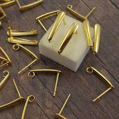Akcesoria do biżuterii DIY. Bigle do kolczyków ze stali chirurgicznej, stainless steel earring hooks, gold color. Accesories for handmade jewelry.