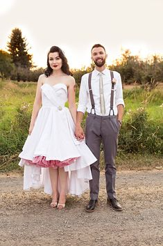 Cheyanne and Tanner had a summer wedding in Oregon. They wanted to DIY everything and so had a long engagement to give them enough time to do everything, save money and research all the options.