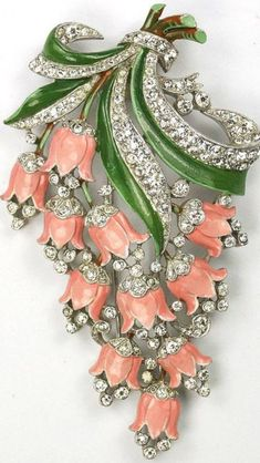 Trifari with Crown 'Pink Lillies' Brooch 1940 vintage costume jewelry x Vintage Costume Jewelry, Vintage Costumes, Antique Jewelry, Vintage Jewelry, Bijoux Art Nouveau, Vintage Brooches, Jewelery, Jewellery Bracelets, Gold Necklaces