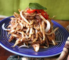 A Malaysian bean sprout salad that is refreshing tangy and made with a golden coconut paste. Bean Sprout Salad, Bean Sprout Recipes, Sprouts Salad, Bean Sprouts, Appetizer Salads, Appetizer Recipes, Peranakan Food, Nyonya Food, Malay Food