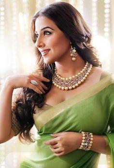 vidya-balan-south-sea-pearls-diamond-necklace and in beautiful light green saree Divas, Vidya Balan Hot, Pearl And Diamond Necklace, Pearl Diamond, Gold Pearl, Green Saree, South Sea Pearls, Indian Beauty Saree, Indian Sarees