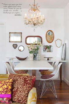 Open house - Ana Morelli. Veja: https://casadevalentina.com.br/blog/detalhes/open-house--ana-morelli-2798 #decor #decoracao #interior #design #casa #home #house #idea #ideia #detalhes #details #openhouse #color #cor #casadevalentina #dining #diningroom #saladejantar