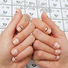 #minimalistas #uñasminimalistas #nails #uñas #uñasdecoradas #nailart #manicura #manicure #pedicure #nailpolish #beauty #uñasbonitas #beautynails #modernnails #pretty #cute #nail #nailsgram #instanails #nailsdeco #chic #moda #style #calia #calisnails