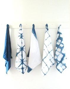 DIY: Room to room: Indigo shibori great tea towels use recycled linen Weekend Projects, Craft Projects, Weaving Projects, Textiles, Shibori Tie Dye, Shibori Fabric, Ideias Diy, Indigo Dye, Bleu Indigo