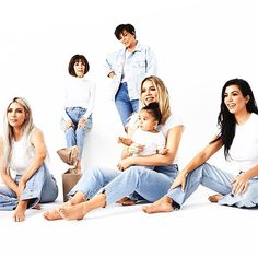 Keeping Up With the Kardashian-Jenner Kids: Who Belongs to Whom? Khloe Kardashian, Kardashian Family Photo, Familia Kardashian, Estilo Kardashian, Jenner Kids, Jenner Family, Givenchy, Kanye West And Kim, Family Portrait Poses
