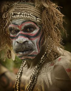 What a face Tribes Of The World, People Around The World, Around The Worlds, Foto Portrait, Portrait Photography, People Photography, Color Photography, Mandala Chakra, Papua Nova Guiné