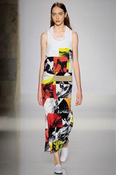 Victoria Beckham Spring 2016 Ready-to-Wear Collection Photos - Vogue   http://www.vogue.com/fashion-shows/spring-2016-ready-to-wear/victoria-beckham/slideshow/collection#21