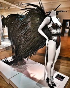"""VICTORA SECRET, 5th Avenue, New York, """"Temporarily Out Of Stock"""", pinned by Ton van der Veer Victoria Secret Wings, Victoria Secret Fashion Show, Mardi Gras Costumes, Carnival Costumes, Victora Secret, Angel Wings Costume, Jasmine Costume, Burning Man Fashion, Black Wings"""