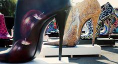 Zapatos gigantes toman la calle Serrano  Shoe Street Art, la campaña de 2012 de street marketing organizada por el Instituto technológico del calzado