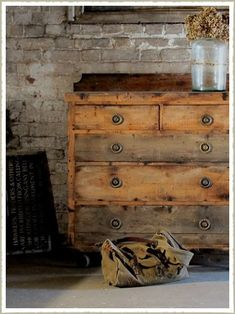 55 Gorgeous DIY Farmhouse Furniture and Decor Ideas For A Rustic Country Home - Steaten Rustic Country Furniture, Raw Wood Furniture, Unfinished Wood Furniture, Primitive Furniture, Farmhouse Furniture, Upcycled Furniture, Cheap Furniture, Discount Furniture, Antique Furniture