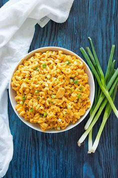Instant Pot Buffalo Chicken Mac & Cheese - The Salty Marshmallow Buffalo Mac And Cheese, Macaroni And Cheese, Mac Cheese, Yummy Chicken Recipes, Cheese Recipes, Pasta Recipes, Pressure Cooker Recipes, Slow Cooker, Best Comfort Food