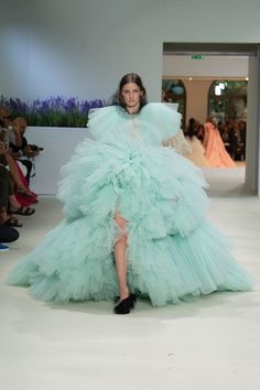 See the full Fall 2018 haute couture collection from Giambattista Valli.
