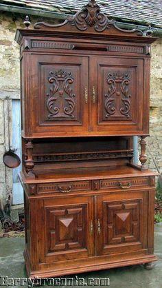 Antique French Oak Buffet / Dresser / Sideboard circa 1900-1909.