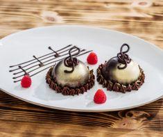 Áfonyás-csokoládés mini torták Recept képpel - Mindmegette.hu - Receptek Lemon Curd, Minion, Panna Cotta, Pudding, Ethnic Recipes, Opera, Desserts, Food, Tailgate Desserts
