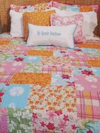 Maui Tropical Bedding Beach, Surf and Tropical Bedding A beautiful patchwork print quilt. This Hawaiian quilt is soft cotton. Beach Furniture Decor, Kids Furniture, Tropical Bedding, Tropical Decor, Bedroom Themes, Girls Bedroom, Hawaii Style, Hawaiian Quilts, Beach Design