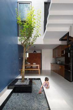 Galeria de Casa Đàm lộc / V studio - 10 Outdoor Balcony, Indoor Courtyard, Courtyard House, Balcony Garden, Duplex House, Interior Garden, Home Interior Design, Ponds Backyard, Ideal Home
