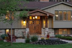 split level homes before and after split level exterior before after split level remodel ideas about split level exterior on split level split level homes plans mn Ranch Exterior, Exterior Siding, Exterior Remodel, Exterior Colors, Exterior Design, Craftsman Exterior, Craftsman Porch, Exterior Signage, Exterior Stairs