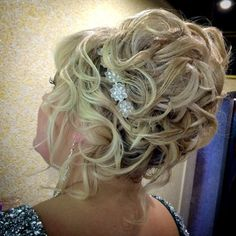 curly updo for mothers of brides Older Women Hairstyles, Bride Hairstyles, Pretty Hairstyles, Bob Hairstyles, Simple Hairstyles, Short Haircuts, Hairstyle Ideas, Short Hair Styles Easy, Short Hair Updo