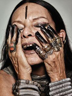 Michèle Lamy, sénior, dents, doigts