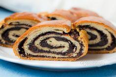 Toto cesto sa mi vždy páčilo, dobre sa s ním pracuje a je vhodné na klasické záviny. Presne takýto kakaový závin som mala rada už ako malá. S pohárom mlieka najlepšia svačinka :) Cesto spracujte v pekárničke, je to jednoduchšie. Ak nemáte, tak ručne, klasicky. Czech Recipes, Russian Recipes, Ethnic Recipes, Cocoa Bread, A Food, Food And Drink, Yeast Rolls, Christmas Sweets, Vietnamese Recipes