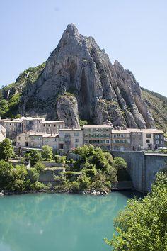 Sisteron, Provence, France. www.bonjourfrankrijk.nl