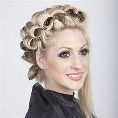 Enticing Vintage 1050 Curls with Foam Rollers Face Shape Hairstyles, Retro Hairstyles, Wedding Hairstyles, High Bun Hair, Hair Buns, Rockabilly Hair Tutorials, Bleached Hair Repair, Hair Curlers Rollers, Overnight Hairstyles