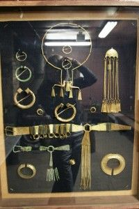 An entire set of Latgalian male adornment, circa centuries. Viking Jewelry, Ancient Jewelry, Metal Jewelry, Antique Jewelry, Vikings Live, Norse People, Ancient Vikings, Viking Age, Medieval Clothing