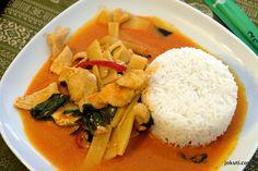 Voltak már eddig is ígéretes próbálkozások, de a többségénél azért eléggé oda kellett figyelni, hogy mit rendeljen az ember. Ennél a büfénél viszont úgy tűnik, hogy stimmelni fognak a dolgok! Thai Red Curry, Rice, Ethnic Recipes, Food, Essen, Meals, Yemek, Laughter, Jim Rice