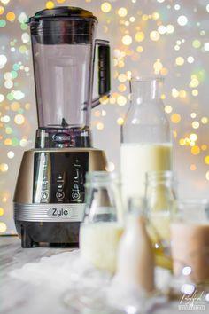 Jak przygotować najlepsze domowe mleko roślinne ( w 5 minut) Coffee Maker, Kitchen Appliances, Diy, Food, Coffee Maker Machine, Diy Kitchen Appliances, Coffee Percolator, Home Appliances, Bricolage