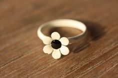 Black and White Daisy Ring from Diament Jewelry