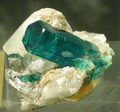 Ein Smaragd ist was wunderschönes. Weitere Edelsteine und Minearlien finden Sie in Idar-Oberstein. Eine Stadt berühmt für Ihren Schmuck. #schmuck #schmuckshop #Smaragd