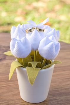 Porta-alianças Tulipa