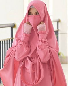 Uploaded by Sylphide. Find images and videos about islam, hijab and muslim on We Heart It - the app to get lost in what you love. Hijab Niqab, Hijab Chic, Niqab Fashion, Muslim Fashion, Hijab Dress, Hijab Outfit, Muslim Girls, Muslim Women, Muslim Beauty
