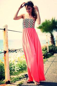 Looking forward to those warmer days ahead or that coming up well deserved vacay! #springfashion #coral #resortfashion