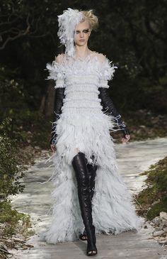 Karl Lagerfeld apresenta colecção 2013 dirigida a noivas. #casamento…