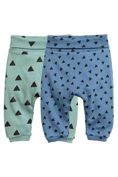 Leggings, 2 pz: CONSCIOUS. Leggings in morbido jersey di cotone biologico con stampa fantasia. Alta fascia ripiegabile in vita e piccoli bordi in maglina alle caviglie.