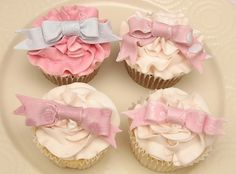 Marie Antoinette ruffles and bows cupcakes Bow Cupcakes, Yummy Cupcakes, Cupcake Cookies, Sweet Cupcakes, Decorate Cupcakes, Pastel Cupcakes, Cupcake Bakery, Cupcakes Bonitos, Cupcakes Decorados