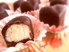CIOCCOLATINI AL COCCO Chocolate Pastry, Chocolate Bark, Biscotti, Romanian Food, Christmas Sweets, Mini Desserts, Bakery, Food And Drink, Pudding