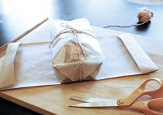 great tutorial for wrapping quick bread for a gift...simple but nice to see it in pics...and also gives some specifics on how much paper to use
