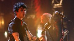 Acrobat falls to death at Madrid rock music festival just before Green Day show: #greenday
