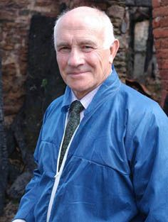 Barry Jackson as Dr. George Bullard in Midsomer Murders Pbs Mystery, Mystery Show, Mystery Series, Famous Detectives, Tv Detectives, John Nettles, Uk Tv Shows, Hogans Heroes, Murdoch Mysteries
