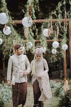 Pernikahan Outdoor Ody & Adi di Bandung dengan Sentuhan Adat Sunda   Kebaya Wedding, Muslimah Wedding Dress, Wedding Hijab, Wedding Poses, Wedding Photoshoot, Wedding Attire, Wedding Couples, Wedding Bride, Hijab Bride
