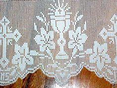 Risultati immagini per Lily altar filet crochet Filet Crochet, Crochet Lace Edging, Crochet Motifs, Crochet Cross, Diy Crochet, Crochet Doilies, Hand Crochet, Crochet Stitches, Crochet Patterns
